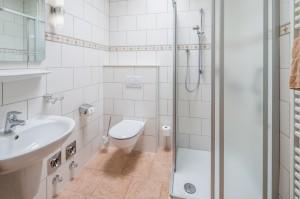 Whg. 1 Bad mit Dusche und WC